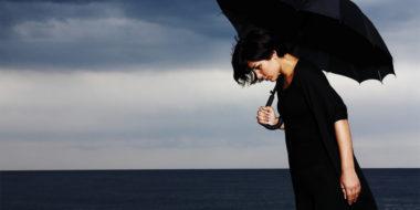 Opferrolle: Warum du umso weniger bekommst, je mehr du jammerst! (+ 6 Tipps)